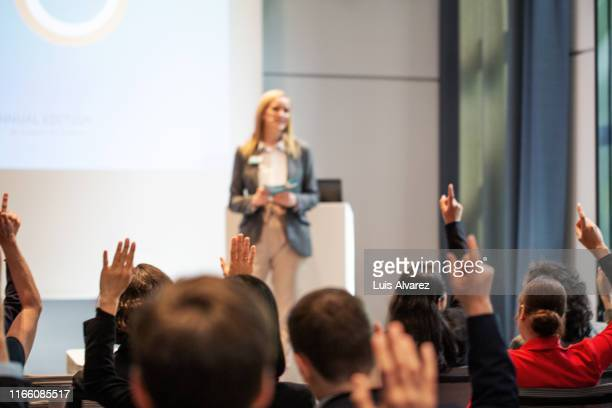 people asking queries during a seminar - press conference stock pictures, royalty-free photos & images