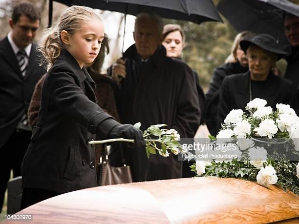 Personnes à des funérailles