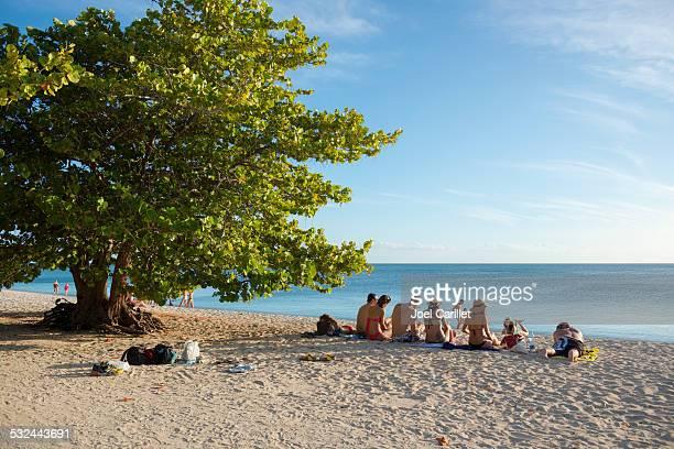 Menschen im Ancon Strand in Trinidad und Cuba