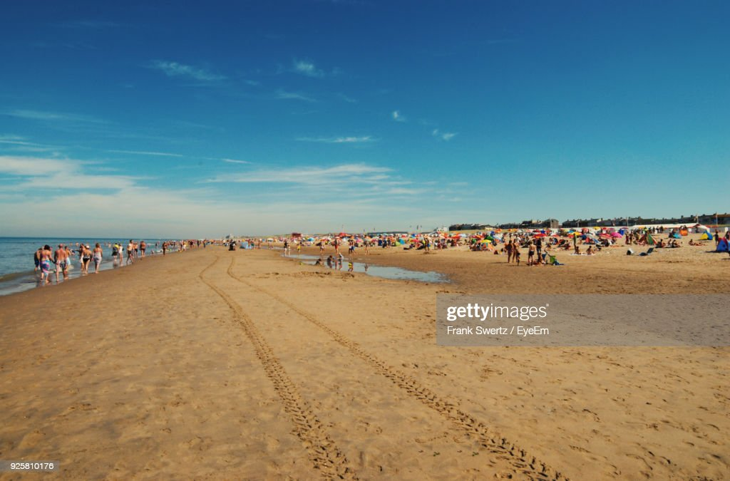 People At Beach Against Blue Sky : Stock-Foto