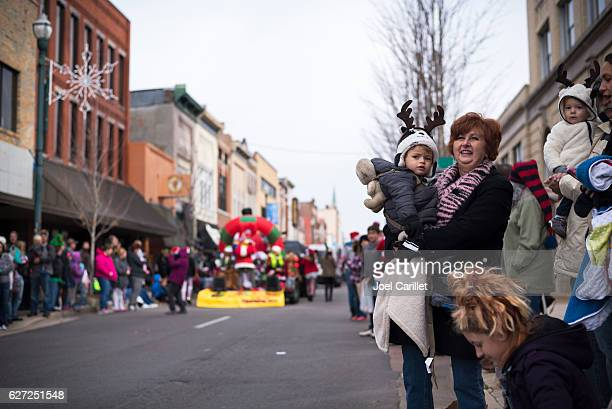 people at christmas parade in johnson city, tennessee - parade stock pictures, royalty-free photos & images