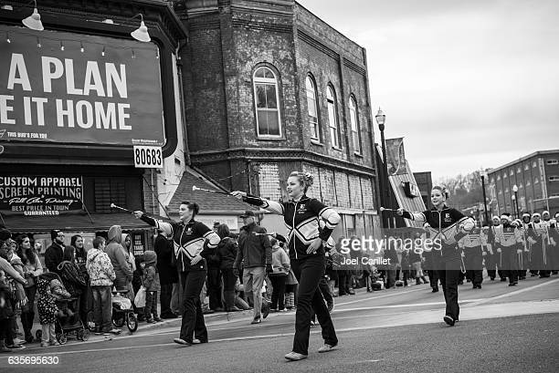 people at christmas parade in johnson city, tennessee - drum majorette stock pictures, royalty-free photos & images