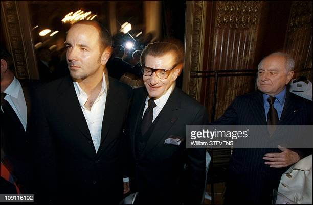 """People At Fall Winter """"Haute Couture"""" Yves Saint Laurent Collection On December 7Th, 2000 In Paris, France. Yves Saint Laurent, Tom Ford And Pierre..."""