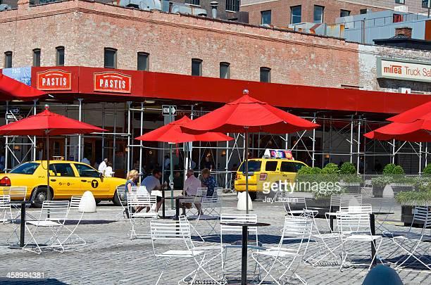 Menschen im Sitzbereich im Freien, Meatpacking District, New York City