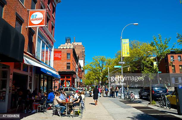 people at outdoor tables of restaurants, brooklyn, new york city - fort greene stock pictures, royalty-free photos & images