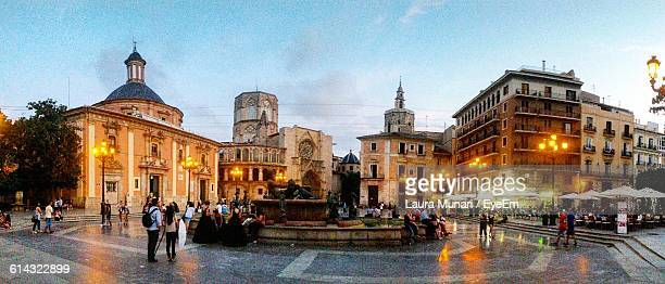 people at plaza de la virgen at sunset - valencia spanien stock-fotos und bilder