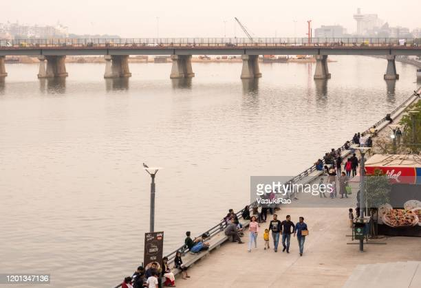people at sabarmati riverfront, ahmedabad, gujarat, india - ahmedabad stock pictures, royalty-free photos & images