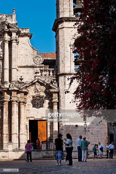 people at san cristobal cathedral - merten snijders stock pictures, royalty-free photos & images