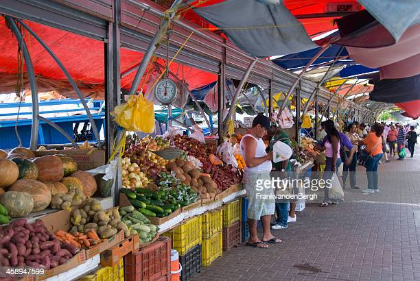 People at the fruit and vegetable market