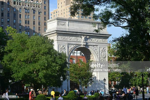 people at washington square park - washington square park stock pictures, royalty-free photos & images
