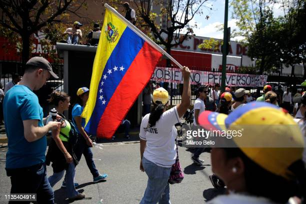 People attend a rally with Venezuelan opposition leader Juan Guaido on April 6 2019 in Caracas Venezuela Venezuelan opposition leader Juan Guaido...