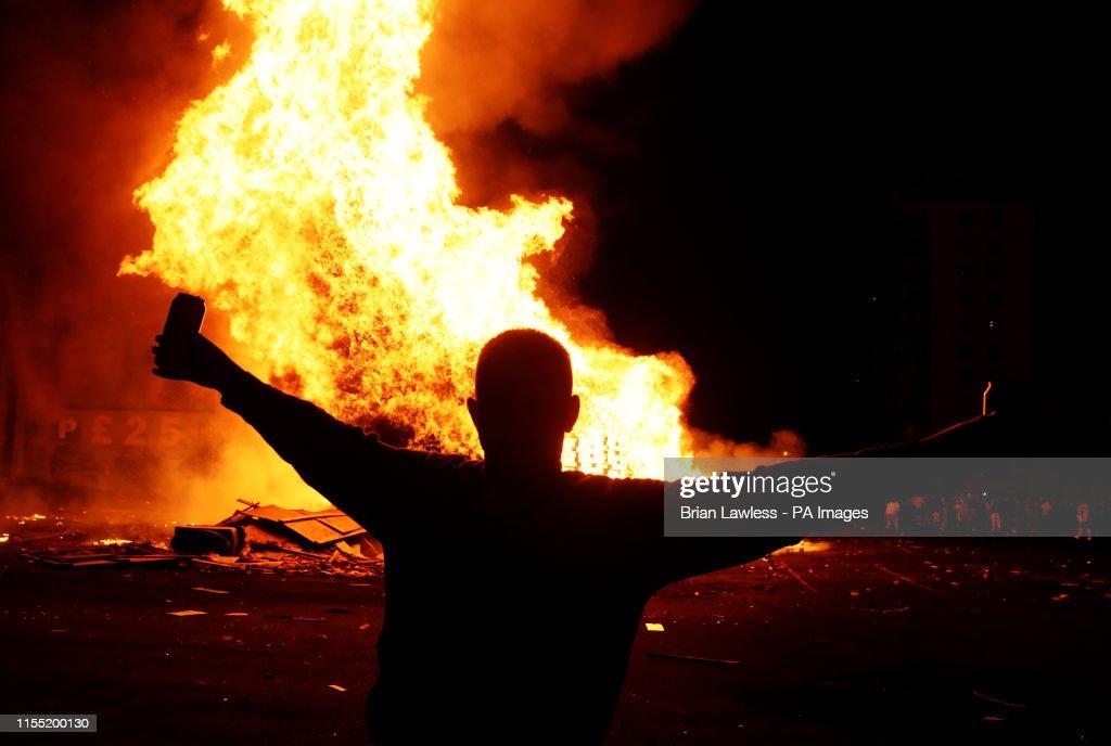 Battle of the Boyne bonfires : News Photo
