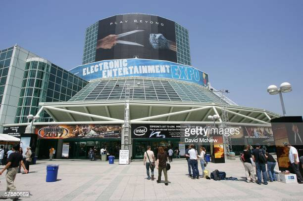 People attend day one of the Entertainment Software Association's 2006 Electronic Entertainment Expo at the Los Angeles Convention Center May 10,...