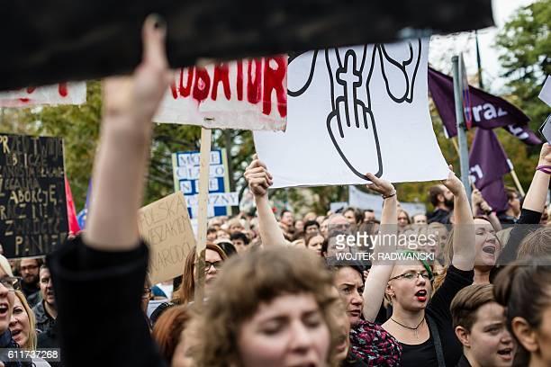 People attend the antigovernment proabortion demonstration in front of Polish Pariament in Warsaw Poland on October 1 2016 / AFP / WOJTEK RADWANSKI