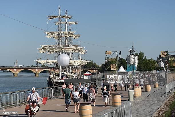 People attend the Bordeaux Wine festival on June 23 along the Garonne river / AFP / NICOLAS TUCAT