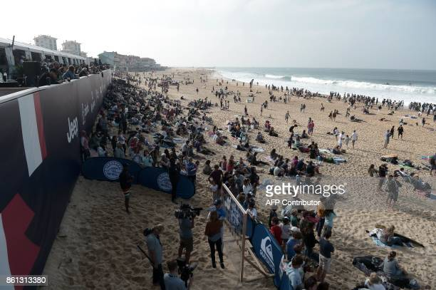 People attend the final of the French stage of the World Surfing Championship 2017 Quiksilver Pro France in Hossegor on October 14 2017 GAIZKA