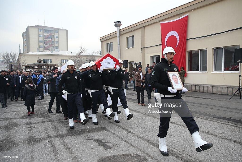 Funeral held for martyred policemen in Turkey : Nachrichtenfoto