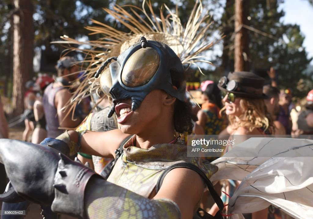 People attend the Oregon Eclipse Festival, August 20, 2017, at Big Summit Prairie ranch in Oregon's Ochoco National Forest near the city of Mitchell ahead of the total solar eclipse on August 21, 2017. / AFP PHOTO / Robyn Beck