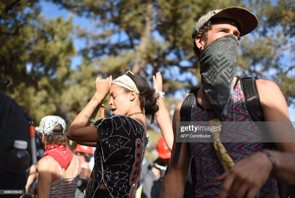 People attend the Oregon Eclipse Festival, August 20, 2017, at Big Summit Prairie ranch in Oregon's Ochoco National Forest near the city of Mitchell ahead of the total solar eclipse on August 21, 2017. / AFP PHOTO / Robyn Beck / RESTRICTED