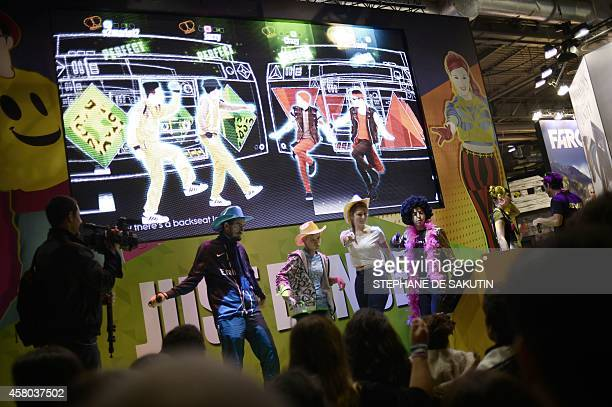 People attend the Paris Games week show on October 29 2014 in Paris AFP PHOTO / STEPHANE DE SAKUTIN