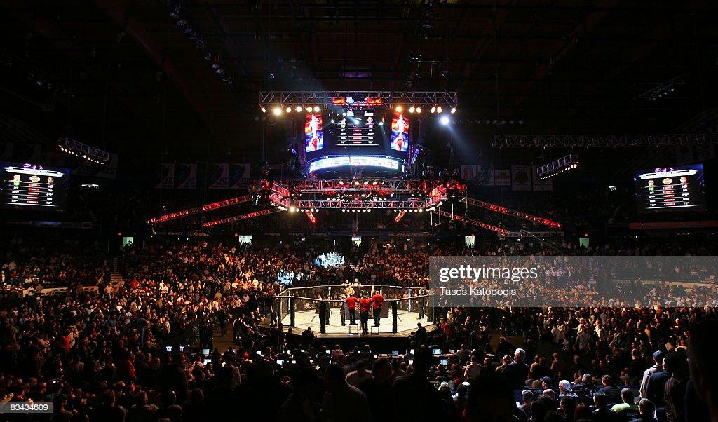 UFC 90 Silva v Cote : Photo d'actualité