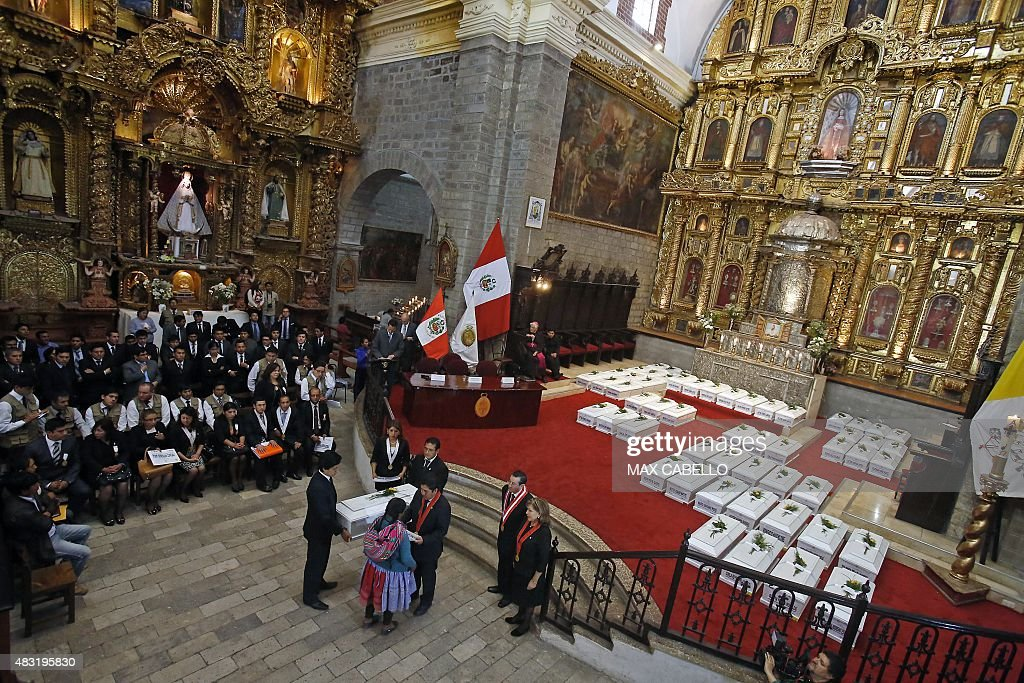 PERU-GENOCIDE-MASS-GRAVES-VICTIMS-FUNERAL : News Photo