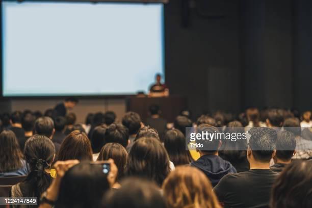 people attending seminar in convention center - centro de conferencias fotografías e imágenes de stock