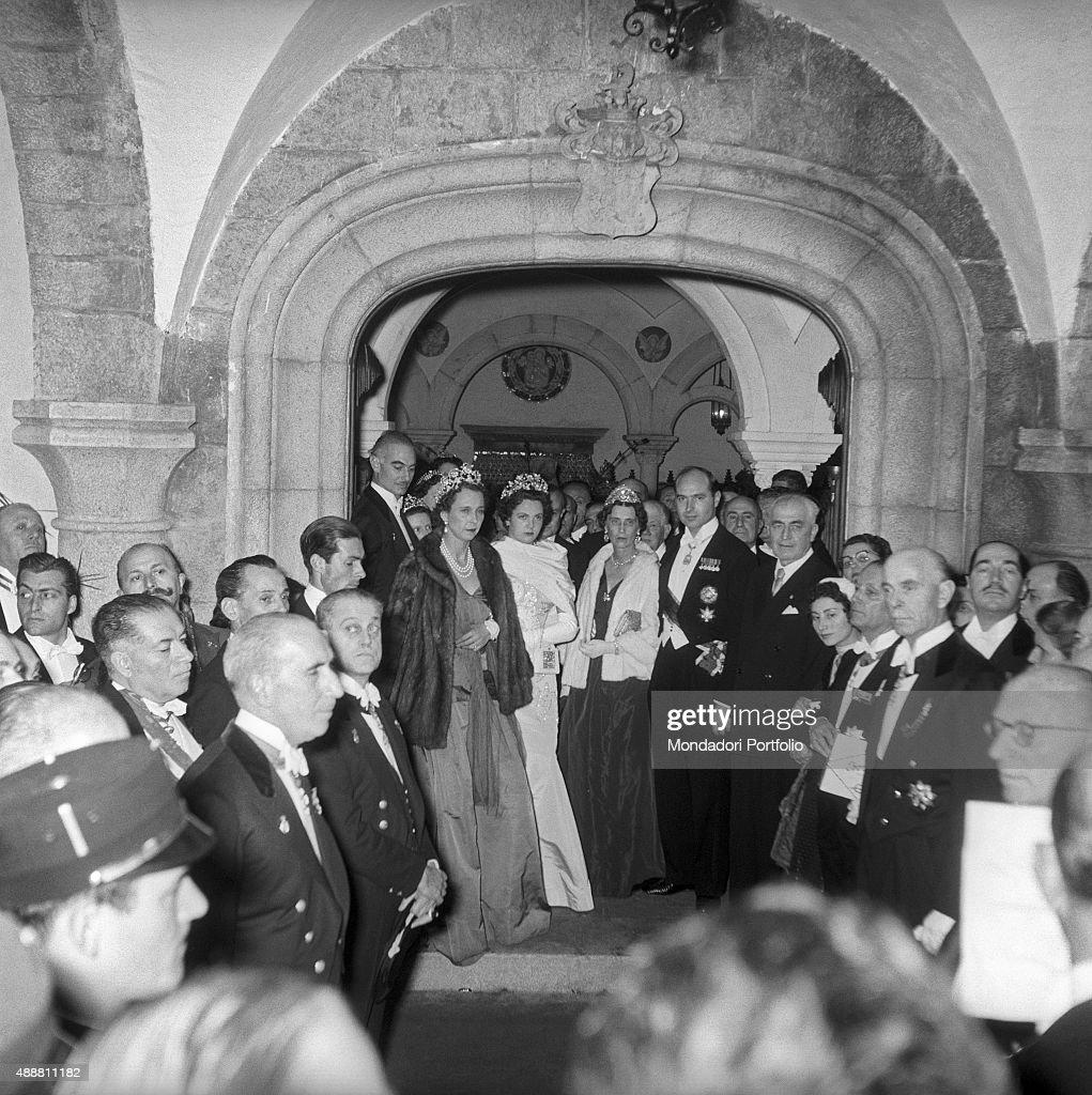 Participants to the wedding of Princess Maria Pia of Savoy and Prince Alexander of Yugoslavia : News Photo