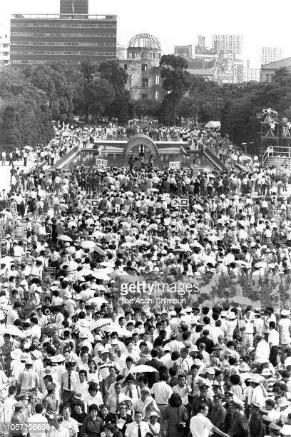 People attends the memorial ceremony on the 39th anniversary of the Hiroshima ABomb dropping at Hiroshima Peace Memorial Park on August 6 1984 in...