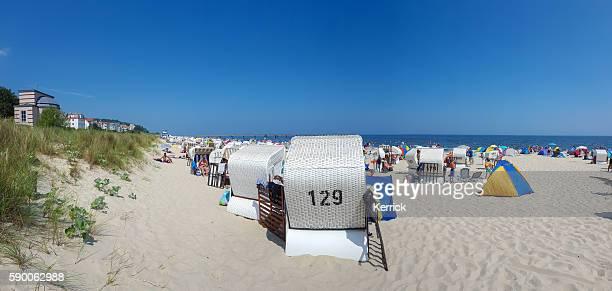 ビーチで入浴する人々 - バルト海、ウセドム、バンシン - ウセドム ストックフォトと画像