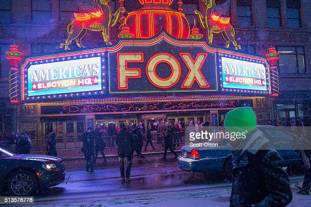People begin arriving at the Fox Theatre for the Republican presidential debate sponsored by Fox News on March 3, 2016 in Detroit, Michigan. Voters...