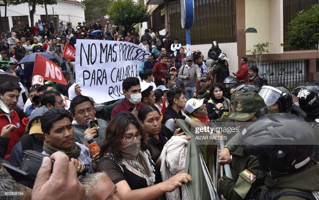 People block streets to protest against Bolivian President Evo Morales decision to seek 4th term on the anniversary of a referendum that earlier rejected his bid to run again, in Sucre, Bolivia on February 21, 2018. Morales, Bolivia's first indigenous president, first took office in January 2006. He would rule until 2025 if re-elected in 2019, giving him 19 consecutive years in power. /