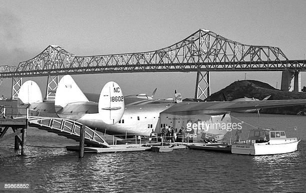 People boarding Boeing 314 Clipper 1939 NC18602