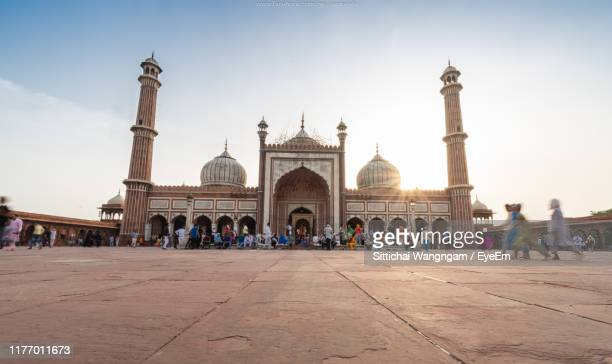 people by delhi jama masjid mosque against sky - jama masjid delhi stock pictures, royalty-free photos & images