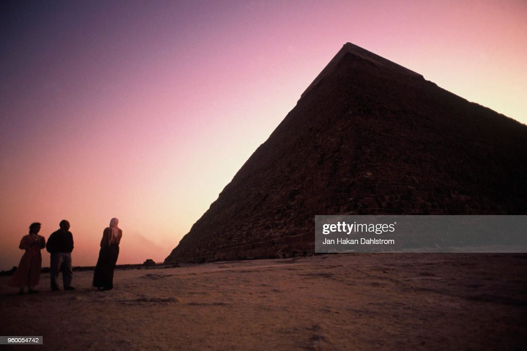 People by the pyramids of Giza, Egypt : Stock-Foto