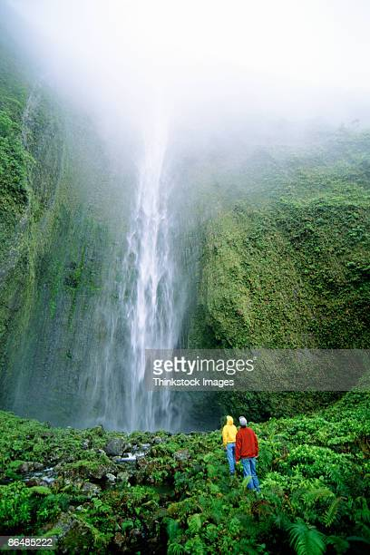 people by waterfall, maui, hawaii - water fall hawaii stock pictures, royalty-free photos & images
