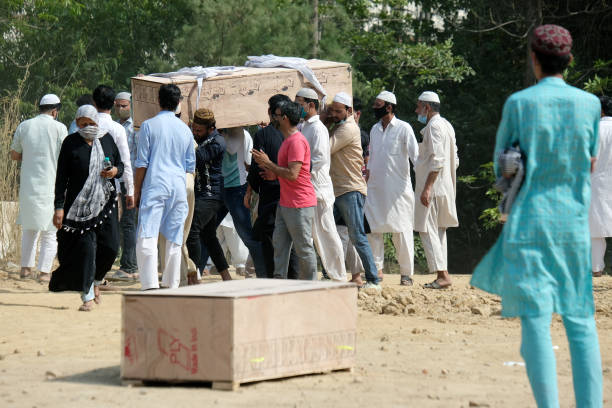 IND: Indian Crematoriums and Burial Grounds Overwhelmed by Virus Surge
