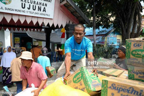 People carry aid supply following the earthquake on October 4 2018 in Palu Central Sulawesi Indonesia The death toll from last weeks earthquake and...