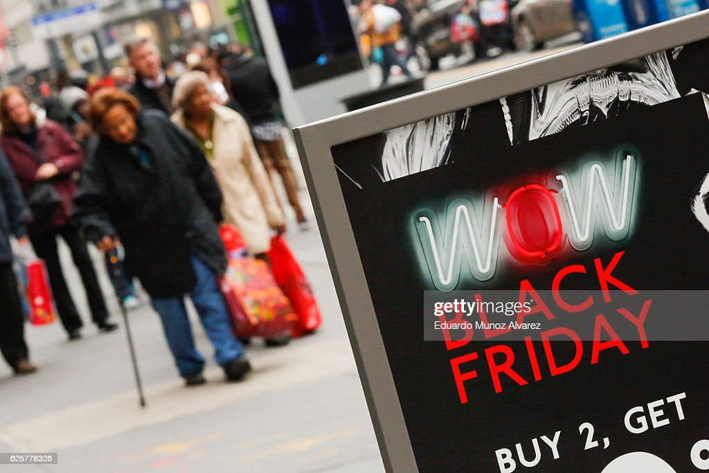 Holiday Shoppers Look For Bargains On Black Friday : News Photo