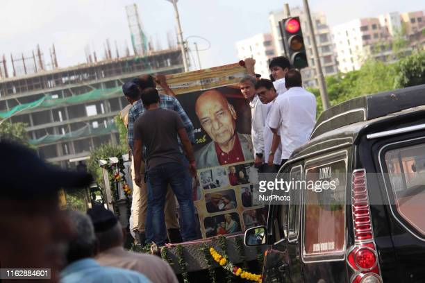 People carry the body of veteran Indian music composer Mohammed Zahur Khayyam Hashmi on a pickup truck in Mumbai India on 20 August 2019 Khayyam...