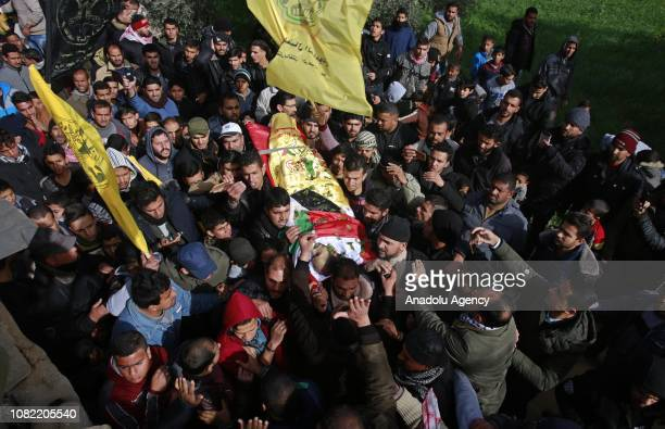 People carry the dead body of 33yearold Palestinian man Anwar Qudaih who got wounded after the intervention of Israeli soldiers in 'Great March of...