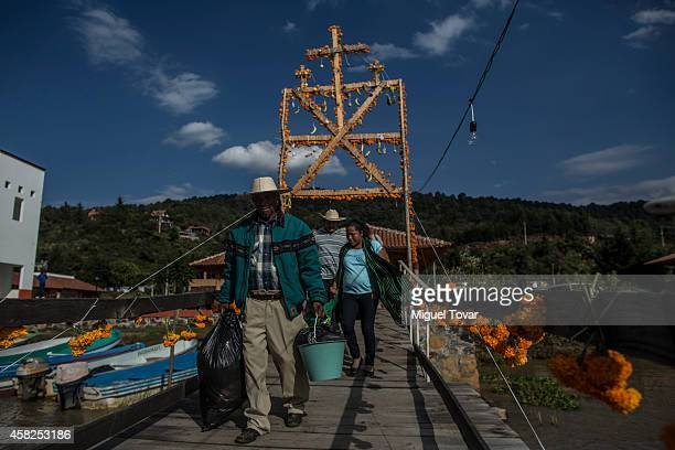 People carrying flowers and meals looking for a boat to cross the Patzcuaro lake to Janitzio island one of the most important places to celebrate the...