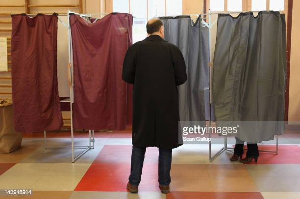 People cast their ballots at a polling station in the second and final round of French presidential elections in the Marais district on May 6 2012 in...
