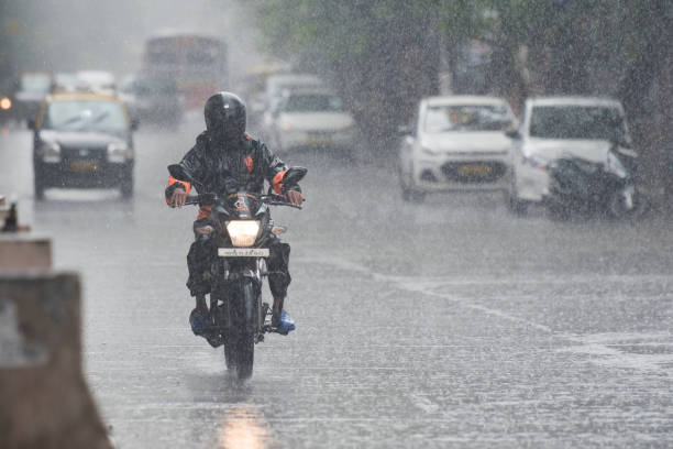 IND: Heavy Rain Lashes Mumbai