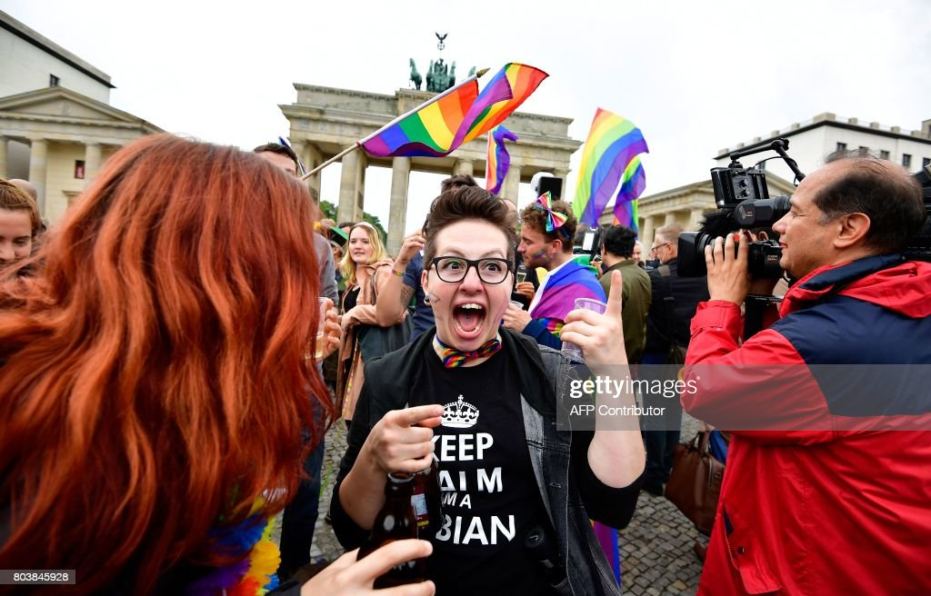 GERMANY-POLITICS-GAY-MARRIAGE-HOMOSEXUALITY-PARLIAMENT : News Photo