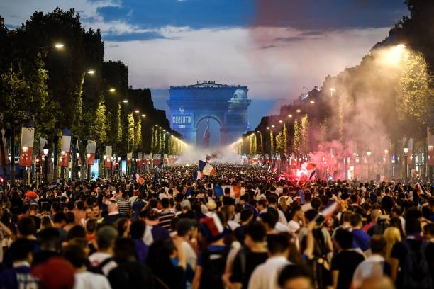 FOOT MASCULIN COUPE DU MONDE 2018 - Page 36 People-celebrate-frances-victory-in-the-russia-2018-world-cup-final-picture-id999730118?k=6&m=999730118&s=612x612&w=0&h=CVy3iZgM39YZntlZ1WBacfaTrQQNtTabP0VA0YwZ0ko=