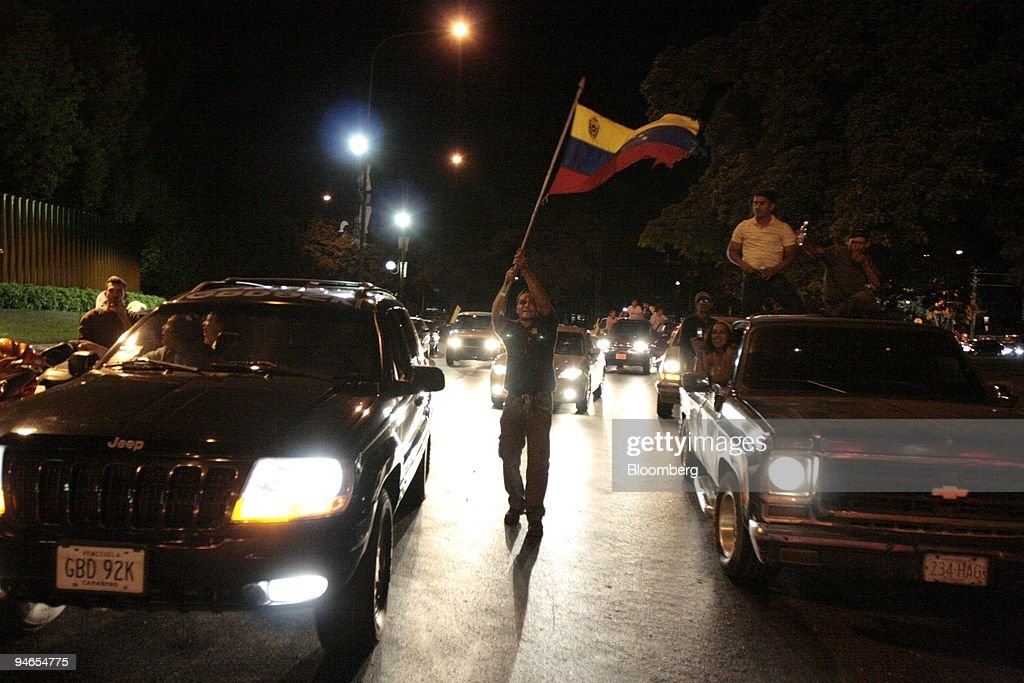 People celebrate in the streets after hearing the results of : News Photo