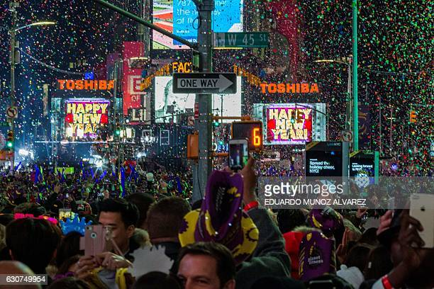 People celebrate New Year's eve at Times Square on January 1 2017 in New York / AFP / EDUARDO MUNOZ ALVAREZ