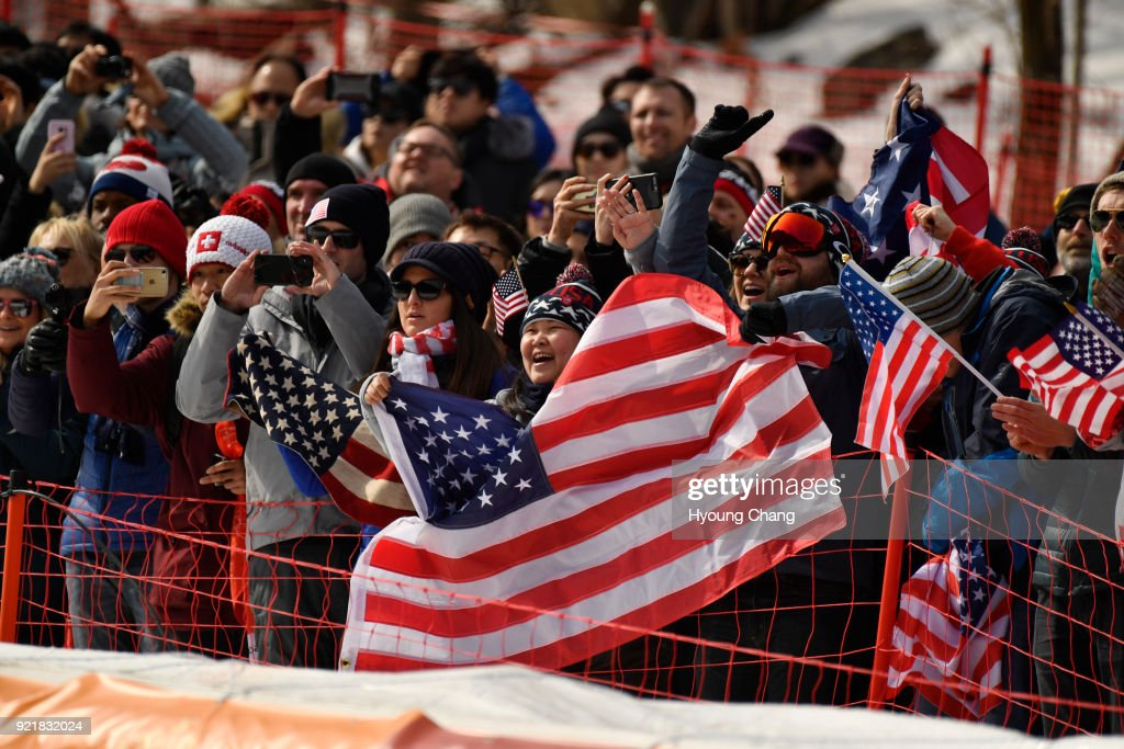 People celebrate USA's Lindsey Vonn's bronze medal during the victory ceremony for the Ladies' Downhill on day 12 of the PyeongChang 2018 Winter Olympic Games at Jeongseon Alpine Centre. February 21, 2018