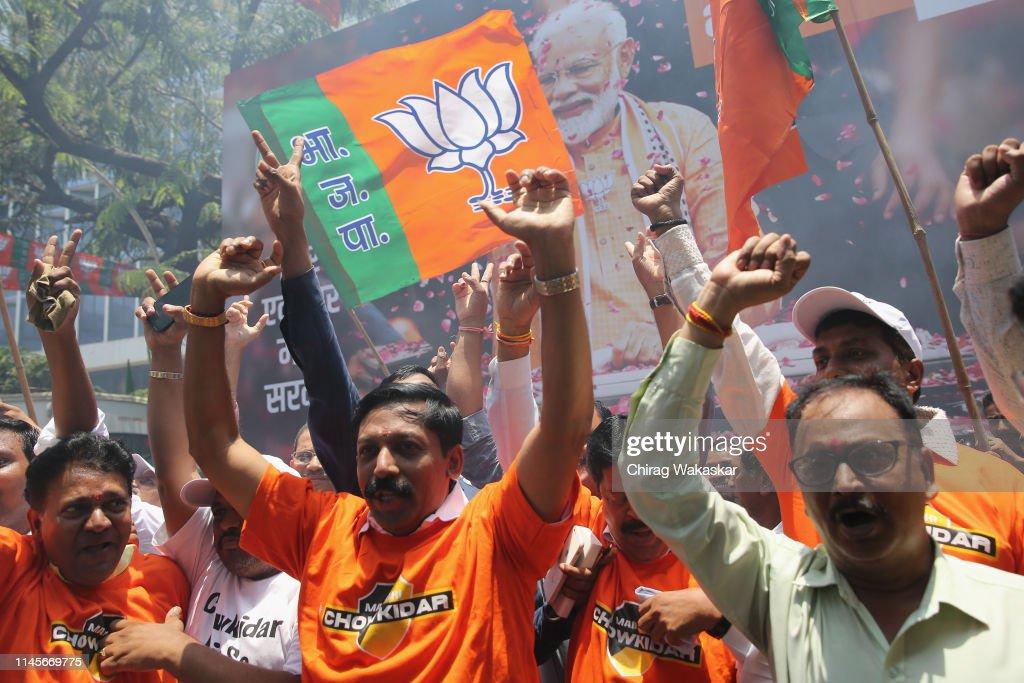IND: Devendra Fadnavis Celebrates Elections Victory At BJP Headquarters
